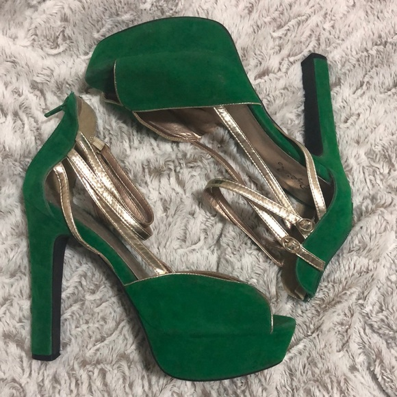 Green velvet and gold, open toe pumps by Qupid
